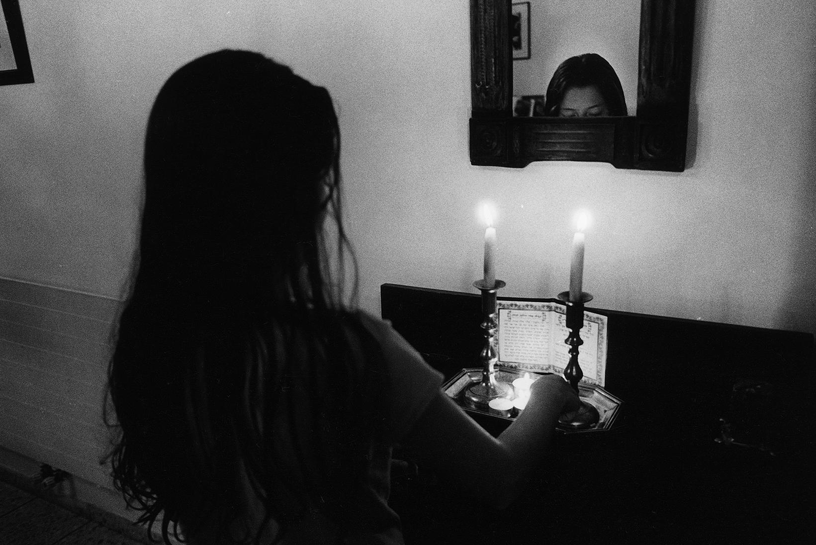 376 - De Swaan - Praying