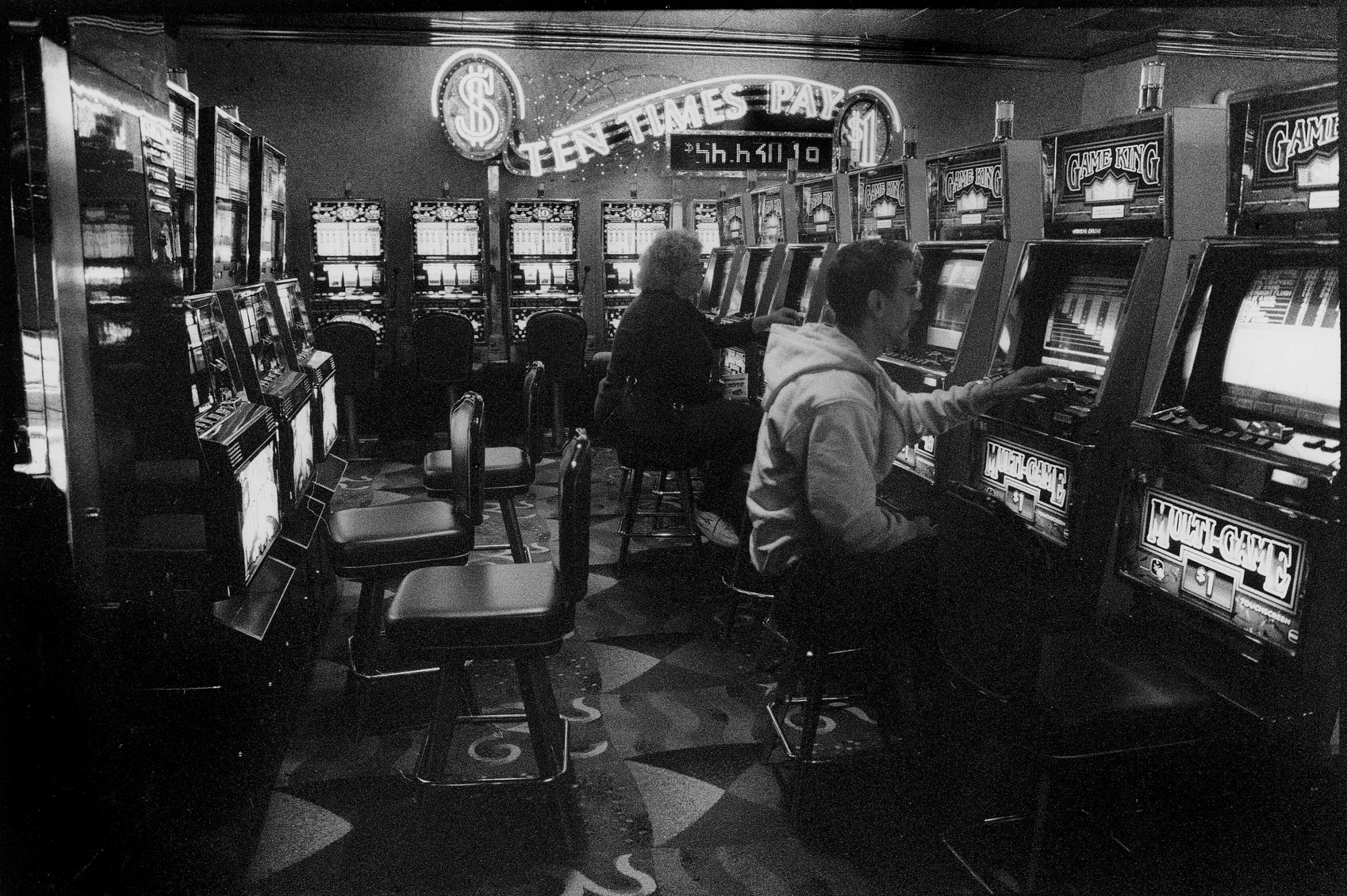 372 - de Swaan - Gambling